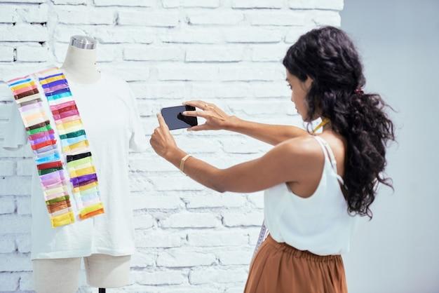 Designer photographing her garment Free Photo