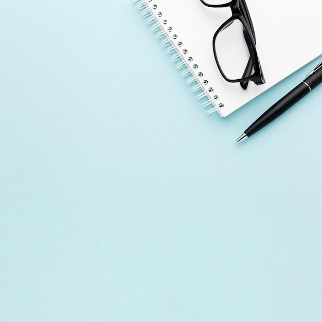 Принципиальная схема стола с очками Бесплатные Фотографии