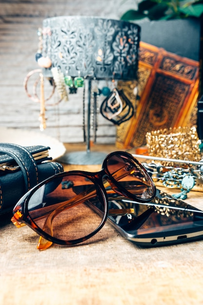 Desk full of accessories for women Premium Photo