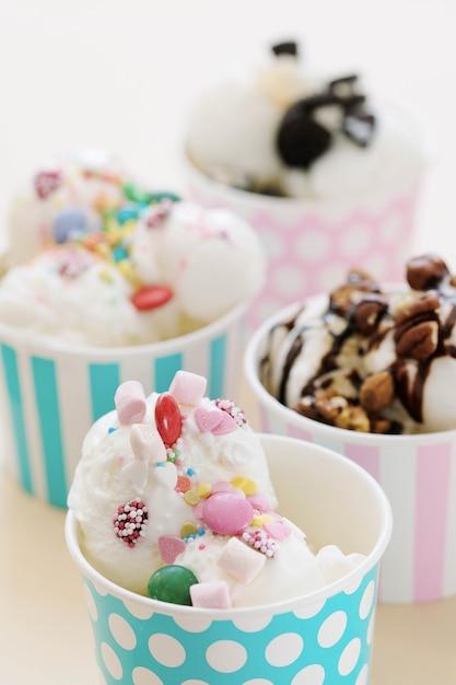 デザート。テーブルの上のおいしいアイスクリーム 無料写真
