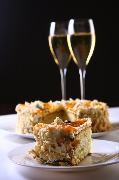 Dessert fruit cake with champagne Free Photo