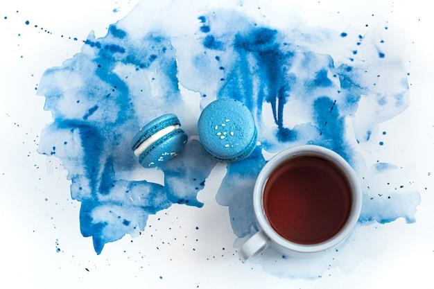 Amaretto da dessert su acquerello blu, elegante creativo. Foto Gratuite