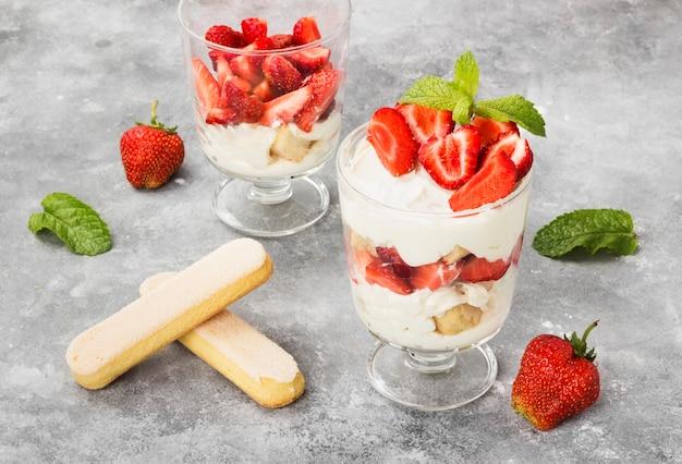 Dessert tiramisu with strawberry Premium Photo
