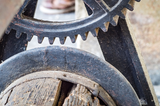 Detail of old rusty gears transmission wheels Premium Photo