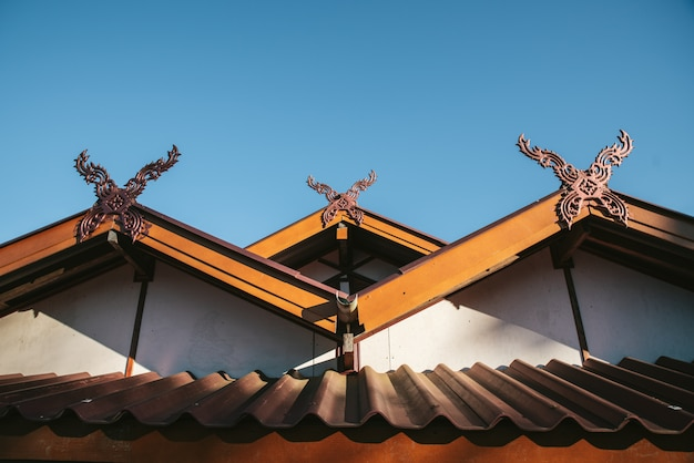 Detail of rural thai hip roof house in the akha village of maejantai on the hill in chiang mai, thailand. Premium Photo