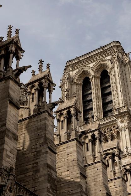 Подробная информация о церкви нотр-дам в париже, франция. Premium Фотографии