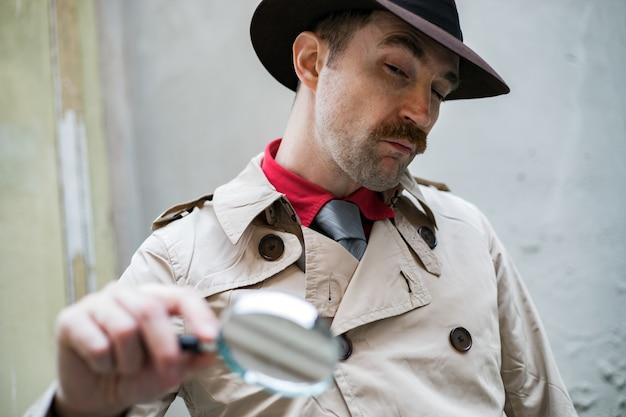 Detective using a magnify lens Premium Photo