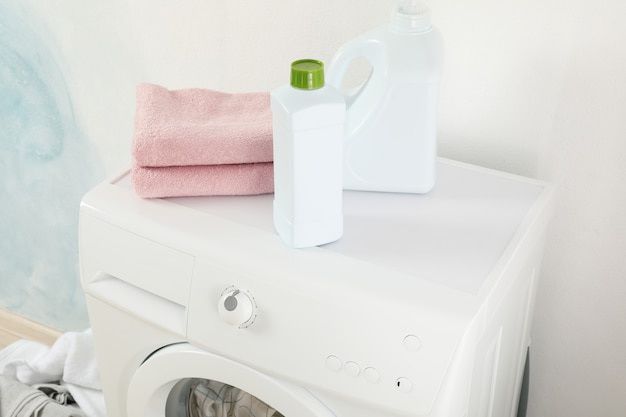 Detergents and towels on washing machine, close up Premium Photo