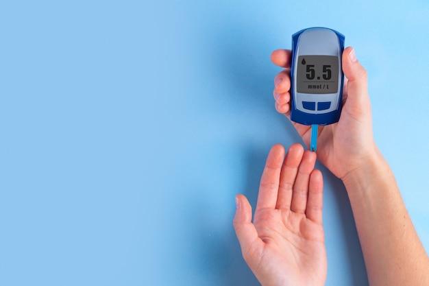 Diabetic using glucose meter for measures blood glucose level. Premium Photo