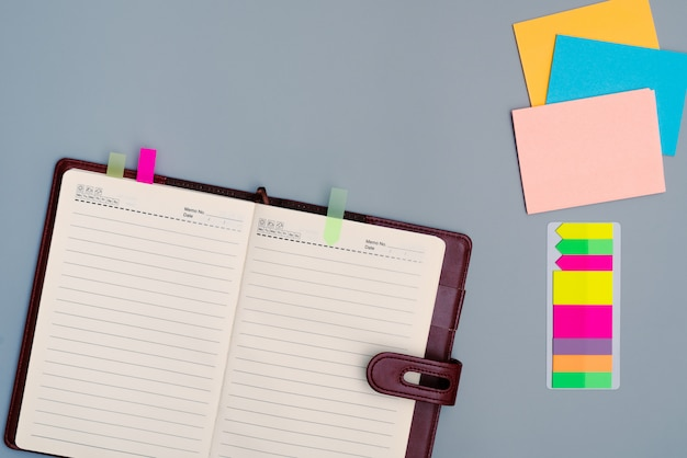 Diary notebook with office multicolor stick paper Premium Photo