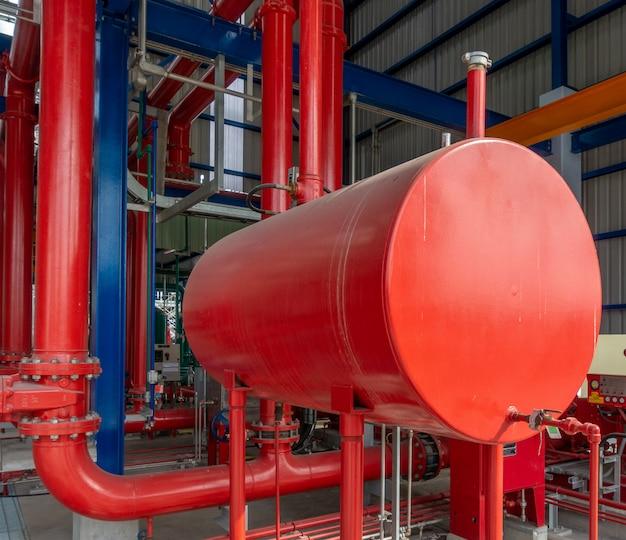 Дизельный генератор для пожарного насоса в промышленной зоне Premium Фотографии