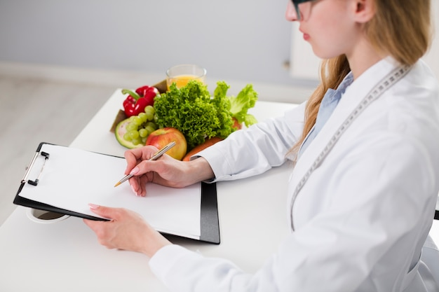 Diet concept with female scientist and healthy food Free Photo