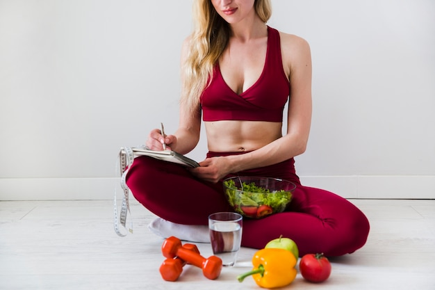 Diet concept with sport woman and healthy food Free Photo