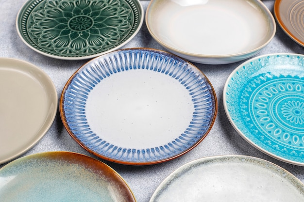 Diversi piatti e ciotole vuoti in ceramica. Foto Gratuite