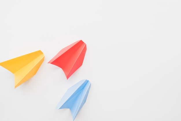 Different colored paper planes Free Photo