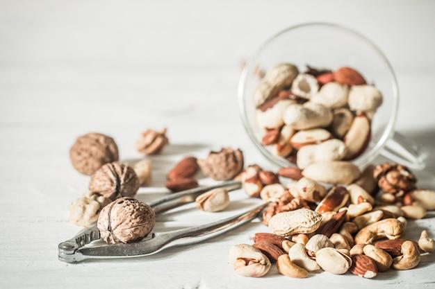 Различные орехи с перекодируемым крупным планом, концепция здорового питания Бесплатные Фотографии