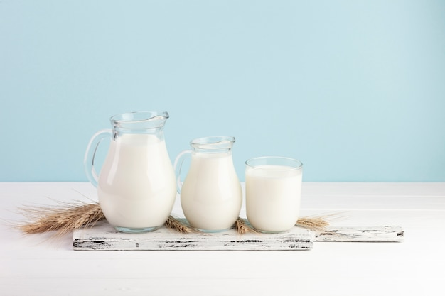 Different sizes for glass containers with milk Free Photo