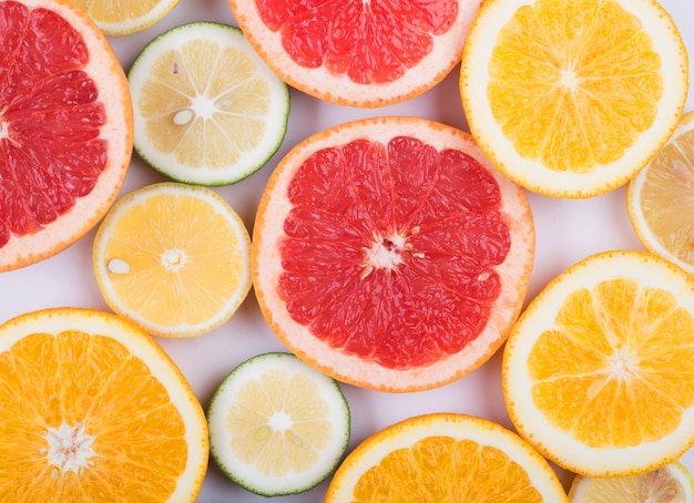 Differents citrus cut in hald Free Photo