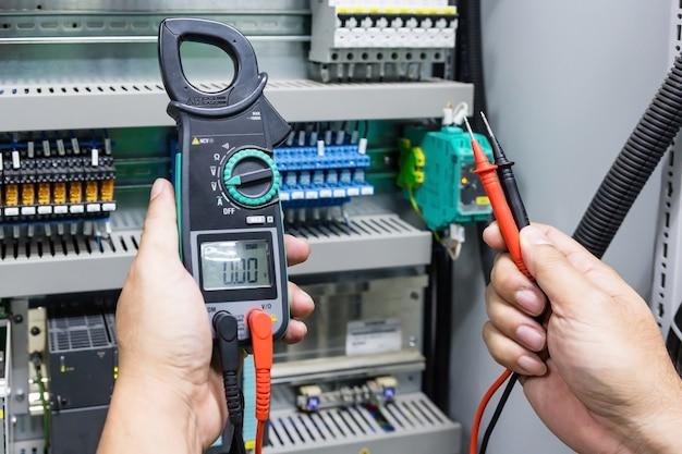 Digital clamp meter electric tester multimeter with plobes Premium Photo