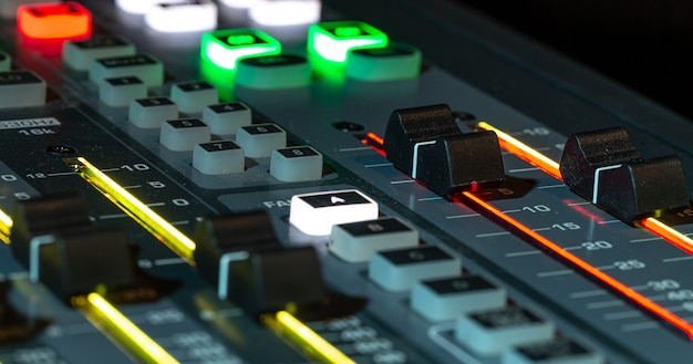 녹음 스튜디오에서 디지털 믹서, 근접 무료 사진