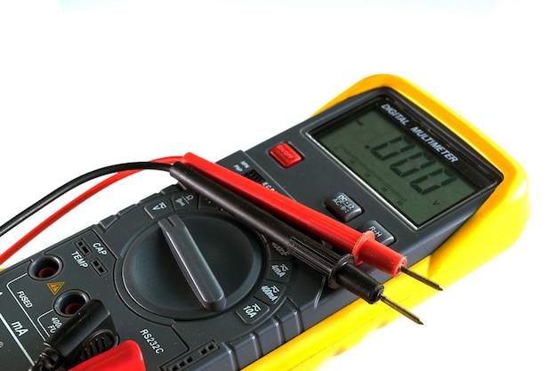 Цифровой мультиметр, электрический и электронный блок Premium Фотографии
