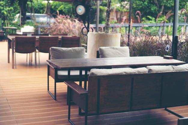Dining table set in restaurant Premium Photo