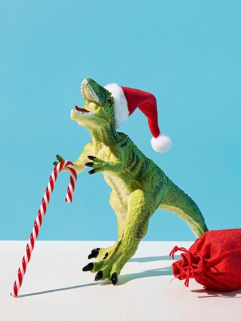 크리스마스 사탕과 공룡 장난감 무료 사진