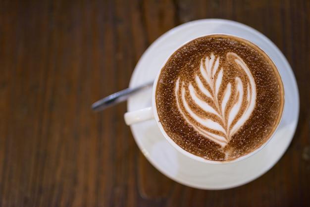 モカチーノとも呼ばれるコーヒーカフェモカの真上ショット Premium写真