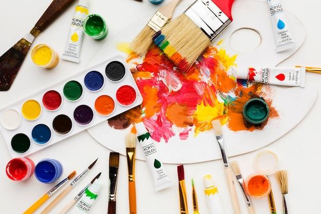Грязная цветная палитра и краска Бесплатные Фотографии