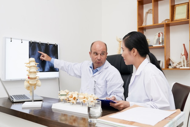 Discussing spine x-ray Free Photo