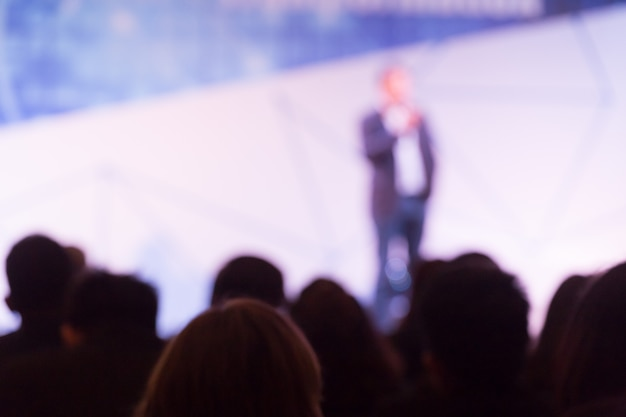 Disfocus of the speaker talking about business conference. audience at the conference hall. business and entrepreneurship event. Premium Photo