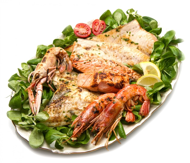 Dish with mixed grilled fish Premium Photo
