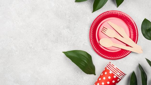 Одноразовая посуда и листья Бесплатные Фотографии