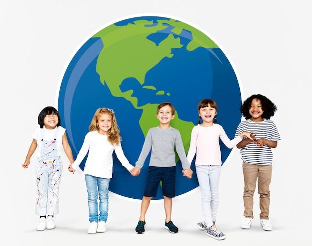 Diverse kids spreading environmental awareness Free Photo
