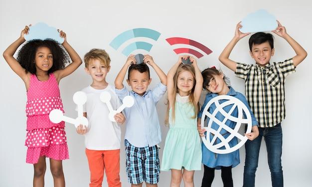 Diverse kids with internet icons Premium Photo