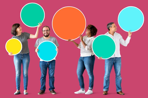 Diverse people holding colorful circles Premium Photo
