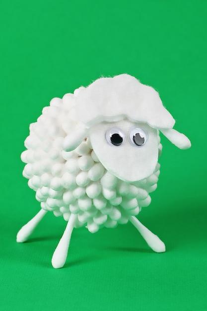 Diy eid al adha lamb sheep cotton pads, cotton buds, swabs gift idea, decor eid al adha Premium Photo
