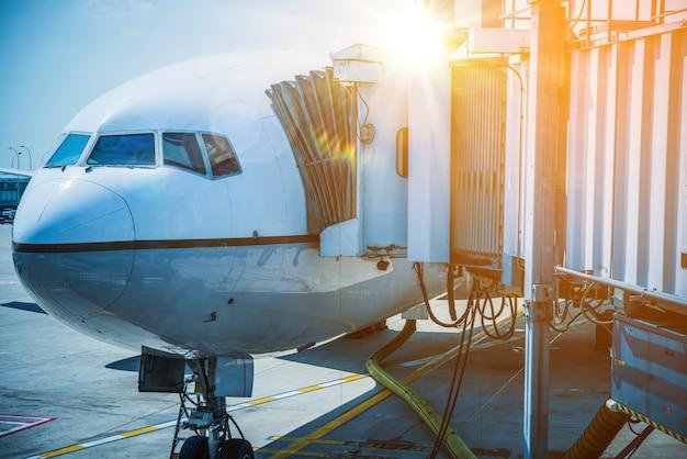 'المواصلات عبر الطيران'