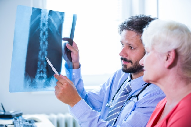 Doctor discussing x-ray with patient Free Photo