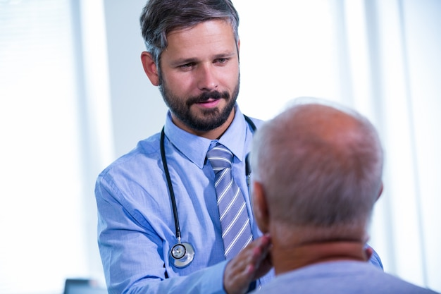 Doctor examining a patient Free Photo