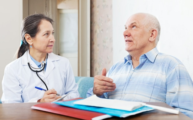 Doctor examining the senior patient Free Photo