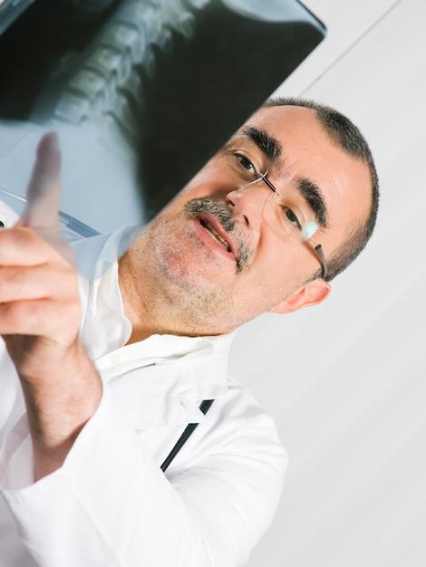 Doctor examining x-ray Premium Photo