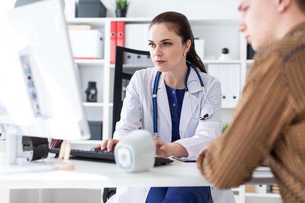Сегодня компьютерная техника непременный атрибут врачебного кабинета
