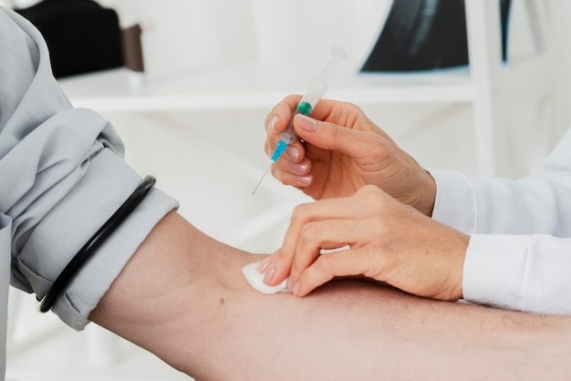 Doctor giving iv injection Free Photo