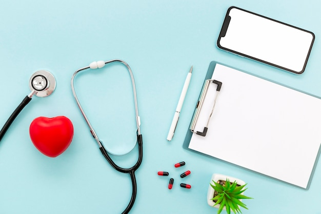 Doctor mobile and stethoscope Free Photo