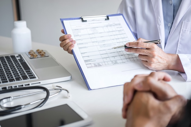 Doctor presenting report of diagnosis symptom of disease and recommend method with patient treatment Premium Photo