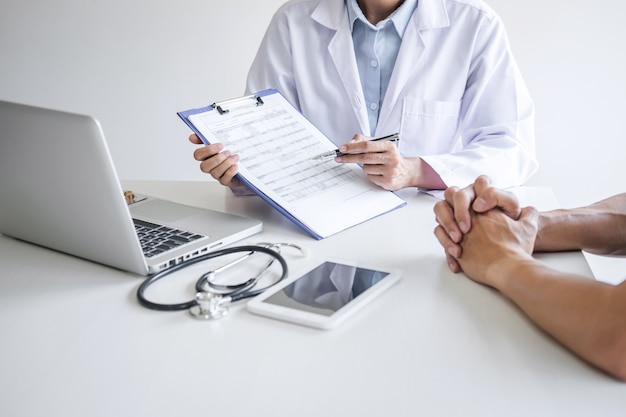 Doctor presenting report of diagnosis, symptom of disease and recommend something a method Premium Photo