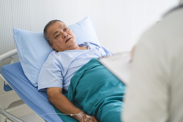 Doctor talking to patient about medical treatment after surgery. Premium Photo