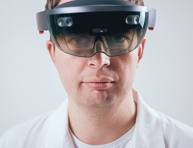 Doctor uses augmented reality goggles. Premium Photo