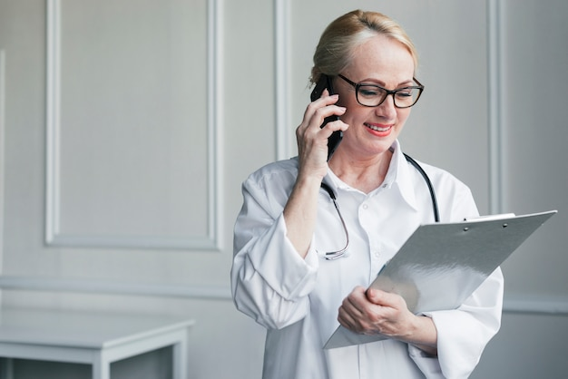 Doctor with a medical report Free Photo